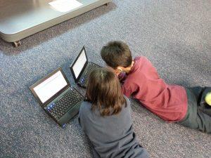 Niños-con-ordenadores