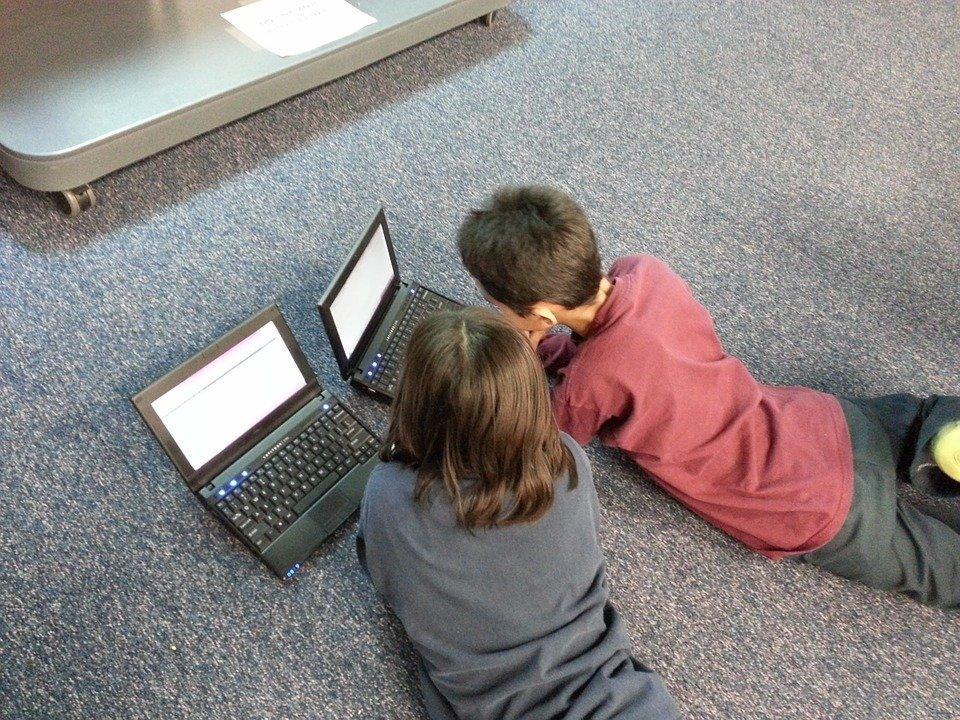 Niños-con-ordenadores Documentales de tecnología para niños Facebook