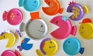 peces de colores con platos